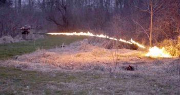 Koupili byste si dron s plamenometem? Na internetu můžete
